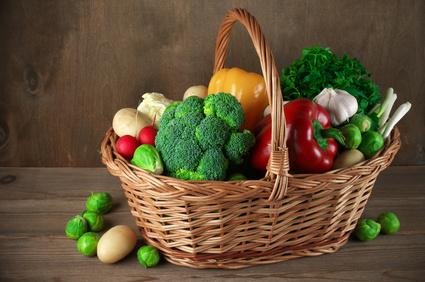 Korb mit vegetarischen Zutaten