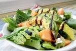 Melonen-Feta-Avocado-Salat