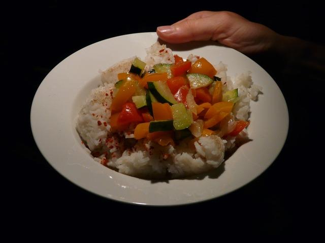 Reis mit Paprika und Zucchini